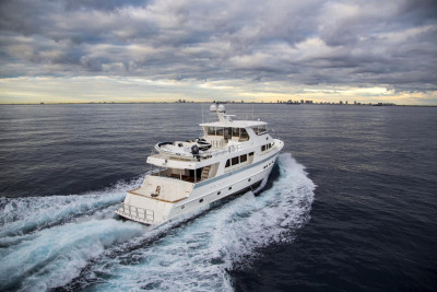 Outer Reef Cockpit Motoryacht TI PUNCH Sold
