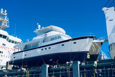 Another New 700 Offloaded for Excited Maryland-based Cruising Couple