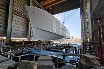 A New 610 Motoryacht is Released From the Mold