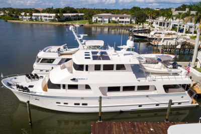 New Listing! Impeccable 860 Deluxbridge Skylounge RUFF SEAS for Sale