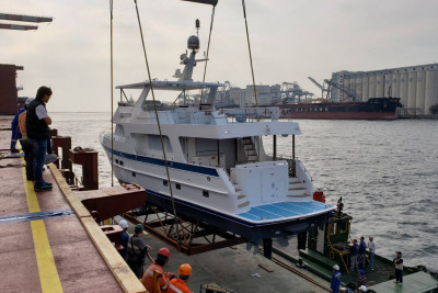 New 720 Outer Reef Motoryacht Ships to Fort Lauderdale, Florida