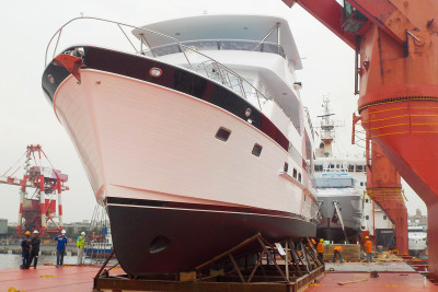New 700 Motoryacht Loaded For Shipping