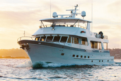 Outer Reef 880 Motoryacht 44 NORTH Cruising to Massachusetts