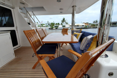 Visual Walkthrough of Beautiful  2021 720 Classic Outer Reef Yacht