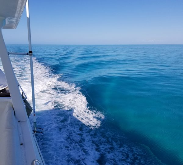 M/Y NEVER LAND Cruising Turquoise Waters of The Abacos