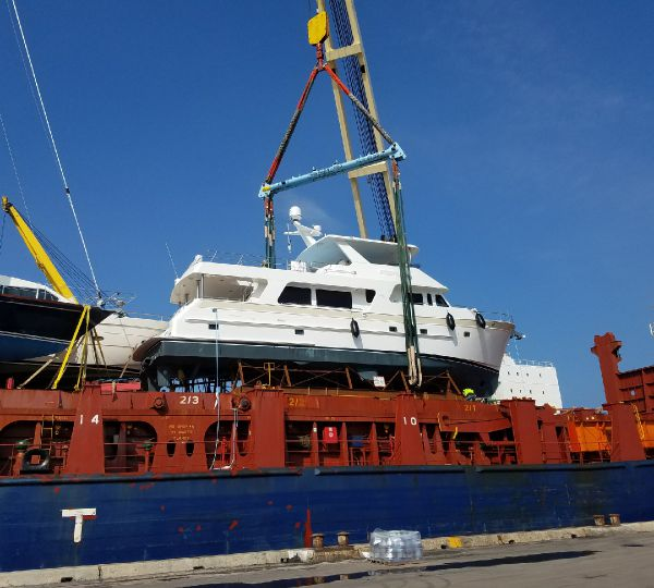 Delivery of New Outer Reef 700 Motoryacht