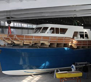 Trident 550 Superstructure and hull plugs united