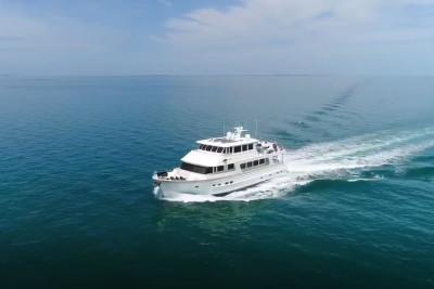 860 Deluxbridge Motoryacht in the Bahamas