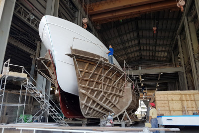New Outer Reef 700 Motoryacht Out Of The Mold