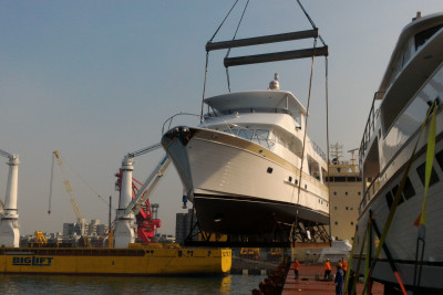 New Outer Reef 700 Motoryacht Shipping to US for Miami Debut
