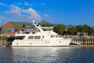 Outer Reef Displays New 700 Motoryacht at 2018 New York Event